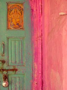 my-spirits-aroma-or: colours of INDIA -pink under green! Colour Schemes, Color Combinations, Arte Fashion, Indian Colours, Indian Interiors, Deco Boheme, Mode Editorials, Windows And Doors, Belle Photo