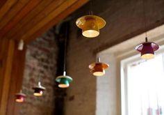 Lámparas hechas con tazas y platos...