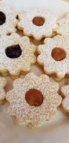 Ma a kedvenc aprósüteményem készült, a gyorsan puhuló, könnyen elkészíthető linzer! - Egyszerű Gyors Receptek Cookies, Cake, Food, Decor, Crack Crackers, Decoration, Biscuits, Kuchen, Essen