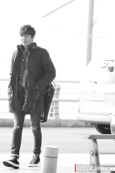 Lee Min Ho x airport fashion Jong Hyuk, Lee Jong Suk, Boys Over Flowers, Korean Airport Fashion, Lee Min Ho Kdrama, Young Boys Fashion, Lee Min Ho Photos, Lee Hyun, Handsome Korean Actors