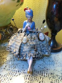 Vintage half doll with legs pincushion - Sewing Tools, Sewing Notions, Sewing Crafts, Sewing Projects, Sewing Machine Accessories, Half Dolls, Vintage Sewing Machines, Button Art, Cute Crafts