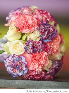 Brautstrauß mit Rosen und Nelken für russische Hochzeiten