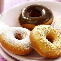 donuts ca. Cookie Desserts, Sweet Desserts, No Bake Desserts, Dutch Recipes, Baking Recipes, Cinnamon Bun Cake, Thermomix Bread, Yummy Treats, Yummy Food
