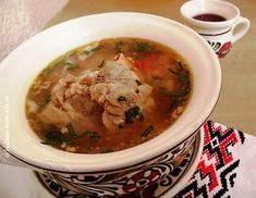 Ciorbă de porc cu tarhon Cheeseburger Chowder, Thai Red Curry, Meat, Ethnic Recipes, Soups, Pork, Soup