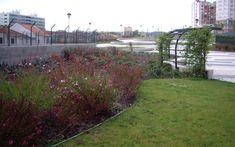 Corredor Verde do IC 17/CRIL Sidewalk, Running Man, Garden, Parks, Green, Walkways, Pavement