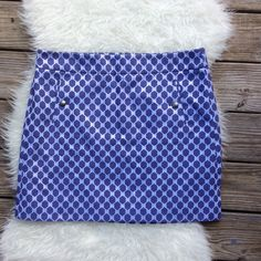 """Ann Taylor LOFT Hexagon Skirt Gorgeous excellent condition Ann Taylor LOFT hexagon mini skirt. Size 14. Silvery white metallic background with purple hexagons. Slit pockets with button details. 37"""" waist, 44"""" hips, 18.5"""" long. Fully lined, back zipper and hook & eye closure. No trades, offers welcome. Ann Taylor Skirts Mini"""
