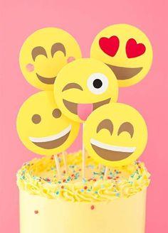 No se compliquen en buscar cuál es el superhéroe de la temporada o la película infantil más reciente: una fiesta de emojis es una idea fantástica para las fiestas infantiles de los peques de cualquier edad. Si estás pensando en organizar una fiesta infantil y te gustaría probar esta temática, te compartimos 6 ideas para hacer una fiesta de emojis.