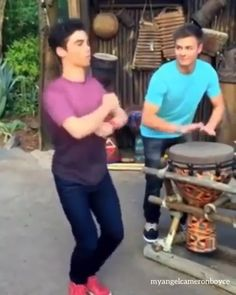 Cameron Boyce, Sofia Carson, Funny Vid, Funny Memes, Les Descendants, Girl Meets World, Disney Stars, Dove Cameron, Disney Channel