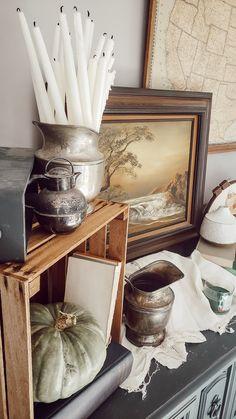 Create a Cozy Autumn Vignette Rustic Farmhouse Furniture, Cottage Farmhouse, Farmhouse Design, Cottage Style, Rustic Fall Decor, Fall Home Decor, Learn Interior Design, Fall Vignettes, Autumn Cozy