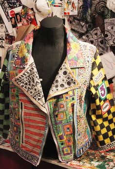 Alisa Burke art jacket Very cool! Look Fashion, Fashion Art, Womens Fashion, Fashion Design, Fashion Details, Alisa Burke, Ideias Diy, Painted Clothes, Bohemian Mode
