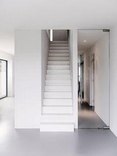 Neutral colors inside House V in Alkmaar by Dutch architects BaksvanWengerden.
