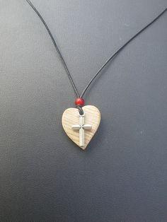 Bijou nature :Pendentif coeur en bois et croix chrétienne en métal argent ! : Collier par nature-et-bois