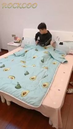 Pillow Mat, Sewing To Sell, Bed Curtains, Wearable Blanket, Paper Crafts Origami, Clothing Hacks, Diy Home Crafts, Crochet Home, Cushions On Sofa