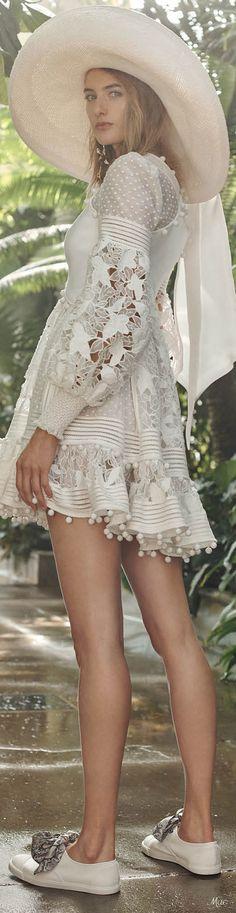 Zimmermann Resort 2019 Fashion Show White Fashion, Boho Fashion, Fashion Show, Fashion Outfits, Fashion Design, Women's Dresses, Pretty Dresses, Summer Dresses, Bohemian Mode
