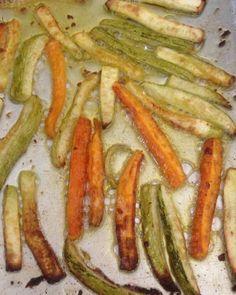 """58 curtidas, 7 comentários - @paleofortal no Instagram: """"Abobrinha e cenoura em palitos no forno. Delicia total!  Receita: 🐽 abobrinha e cenoura 🐽 azeite e…"""""""