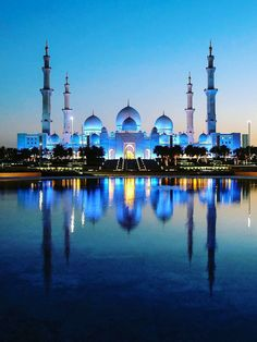 Bus Rental Dubai Offers An Amazing Abu Dhabi City Tour Trip By Luxury Buses. Get Off on Full Day Abu Dhabi Sightseeing Family Packages. Nature Architecture, Mosque Architecture, Futuristic Architecture, Amazing Architecture, Gothic Architecture, Ancient Architecture, Beautiful Mosques, Beautiful Buildings, Beautiful Places