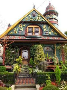 such a cute and unique house - i would totally live in house that looked like this!