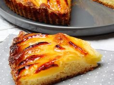 This Portuguese style apple pie (tarte de maçã) is easy to make, it has great presentation and it tastes incredible. Lime Pudding Recipes, Apple Pie Recipes, Apple Desserts, My Recipes, Sweet Recipes, Portuguese Desserts, Portuguese Recipes, Portuguese Food, Dessert Drinks