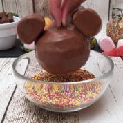 Food Discover Micky and Minnie look great The post Disney dessert! appeared first on Food Monster. Disney Desserts, Disney Food, Easy Desserts, Delicious Desserts, Yummy Food, Disney Disney, Mickey Mouse Desserts, Baking Recipes, Cake Recipes