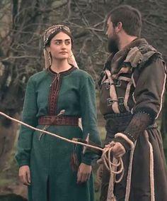 Ertuğrul ve Halime Turkish Fashion, Turkish Beauty, S Wallpaper Hd, Muslim Pictures, Arabian Women, Esra Bilgic, Netflix, Muslim Beauty, Bae