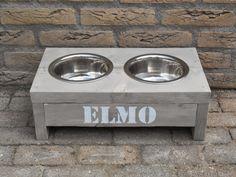 Brassies: Voerbakken voor hond of poes met naam! te bestellen op www.brassies.nl