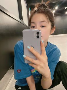 Uploaded by Karla Flores. Find images and videos about kpop, red velvet and irene on We Heart It - the app to get lost in what you love. Seulgi, South Korean Girls, Korean Girl Groups, Nct, Red Velvet Photoshoot, Black Pink, Kim Yerim, Thing 1, Red Velvet Irene