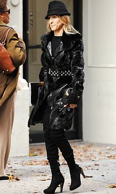celeb trend Carrie SATC all black: winter puff jacket with studded belt