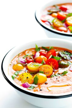 This Gazpacho Recipe is easy to customize with whatever veggies you have on hand, it's easy to make ahead of time, and it's absolutely delicious! Eating Raw, Healthy Eating, Christmas Dinner Plates, Christmas Pies, Gaspacho Recipe, Lemon Chicken Orzo Soup, Vegan Grilling, White Bean Soup, Bowl Of Soup