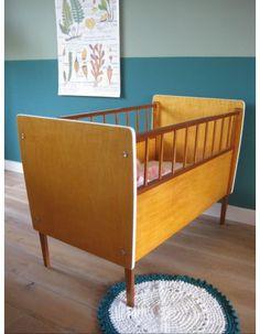 vintage ledikantje babybedje babykamer | www.mevrouwdeuil.nl