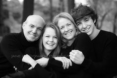 Photography Poses Family With Older Kids Cousins 20 Ideas Family Portrait Poses, Family Picture Poses, Family Portrait Photography, Family Photo Sessions, Family Posing, Older Family Poses, Older Family Photography, Family Photo Shoot Ideas, Portrait Wall
