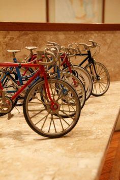 Conjunto De 4 Miniaturas De Bicicletas - P/ Coleção - R$ 110,00 no MercadoLivre