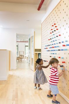 Image 9 of 15 from gallery of Maple Street School Preschool / BFDO Architects + Design Studio. Photograph by Lesley UnruhMaple Street School in Brooklyn features warm wood Interactive Wall Ideas For Kid Spaces - flor portela - - 20 Intera Kindergarten Interior, Kindergarten Design, Daycare Design, School Design, Home Design, Interior Design, Wall Design, Interior Architecture, Design Ideas