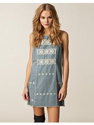 Totally want this dress