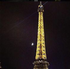 cute moon next to Eiffel Tower Paris Quai de Grenelle Pics @luckeyhomes