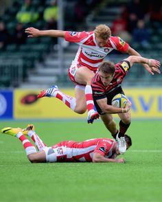 Henry Trinder Chris Wyles of Saracens beats the tackle of Henry Trinder and Billy Twelvetrees of Gloucester during the Aviva Premiership match between Saracens and Gloucester at Allianz Park on September 15, 2013 in Barnet, England.