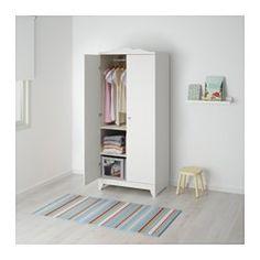 IKEA - HENSVIK, Guardaroba, , Puoi sia appendere i vestiti che organizzare i capi piegati in questo guardaroba, poiché è dotato di bastone appendiabiti e ripiani.Grazie alla sua profondità, può fare spazio a grucce di misura standard.