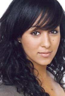 Tamera Mowry-Housley, actress, singer, and voice actress. She first gained fame for her teen role as Tamera Campbell on the sitcom Sister, Sister (opposite her identical twin sister Tia Mowry). She also portrayed Dr. Kayla Thornton on the medical drama St Natural Makeup Looks, Natural Looks, Tia And Tamera Mowry, Poetic Justice Braids, Double Wedding, Celebrity Makeup, Celebrity Style, Celebrity Photos, Brazilian Body Wave