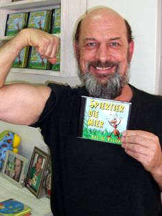 """Afrikaanse kinderstories op CD voorgelees deur bekende akteur, Gys de Villiers. """"Spiertier die mier"""" beskikbaar by www.AnnaEmm.co.za teen R80."""