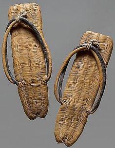objets japonais : chaussures, zori, matière végétale, paille, vannerie