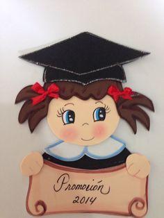 Portaretratos de Mickey en goma eva Imagui Graduacion Graduation Crafts, Graduation Party Themes, Graduation Cookies, Kindergarten Graduation, Graduation Day, Diy Diwali Decorations, School Decorations, Foam Crafts, Diy And Crafts
