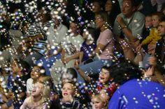 Bubble Show albümünden en beğendiğiniz fotoğrafı Re-pin yapın gösteriye davetiye kazanın! Yarışmayı (Re-pin yapan 10. ve 20. takipçimiz kazanacak.)