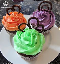 blog about tempering chocolate and creating shapes to top cupcakes