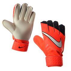 Los guantes GK Match de Nike son perfectos para resistir cualquier impacto y darte suficiente seguridad y protección durante tus partidos como portero. ¡Qué esperas para conseguirlos!