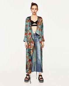 Latest top trends of women's fashion for s/s 2018 and f/w 2019 Böhmisches Outfit, Kimono Outfit, Kimono Fashion, Boho Fashion, Womens Fashion, Kimono Cardigan, Bohemian Mode, Boho Chic, Motif Kimono