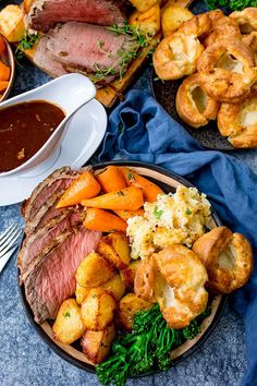 How to make the best roast beef dinner - with time plan! - Cookout - Step-by-step guide with FREE time plan for making a delicious roast beef dinner with Yorkshire pudding, roast potatoes, gravy, carrots, broccoli and cauliflower cheese. Sunday Roast Dinner, Roast Beef Dinner, Cooking Roast Beef, Beef Recipes For Dinner, Dinner Menu, Sunday Dinner For One, Healthy Roast Dinner, Dinner Today, English Roast