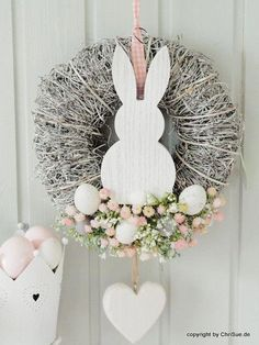 Door wreath with spring flowers and rabbit motif as an Easter decoration / Pretty doo . - Pretty door wreath with spring flowers and Easter bunny motif to decorate your home made by ChriSue - Spring Decoration, Decoration Evenementielle, Flowers Decoration, Easter Wreaths, Holiday Wreaths, Diy Wreath, Door Wreaths, Burlap Wreath, Cotton Wreath