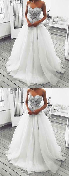 Gorgeous white lace top white tulle wedding dress #wedding #weddingdress #weddingdresses