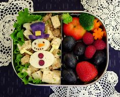 Cute healthy nutricious bento for kids. Who the hell has time for this?