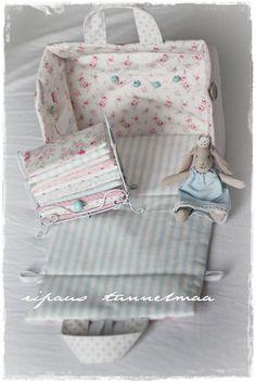 ripaus tunnelmaa: fabric dollhouse: