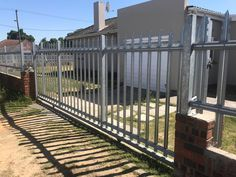 We manufacture high-quality Galvanised Palisade Fencing and Gates for the domestic market.
